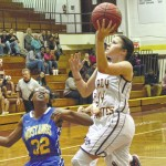'Underdogs' fend off Pirates